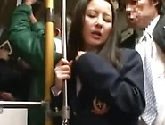 Японочку ебут в автобусе звучит
