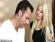 porno-blondinka-izmenila