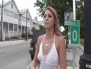 Видео показывает сиськи на улице помощь